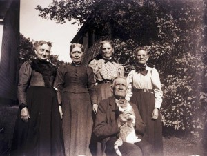 Group Portrait With Cat, from the Glass Plates Collection from Provincetown History Preservation Project.